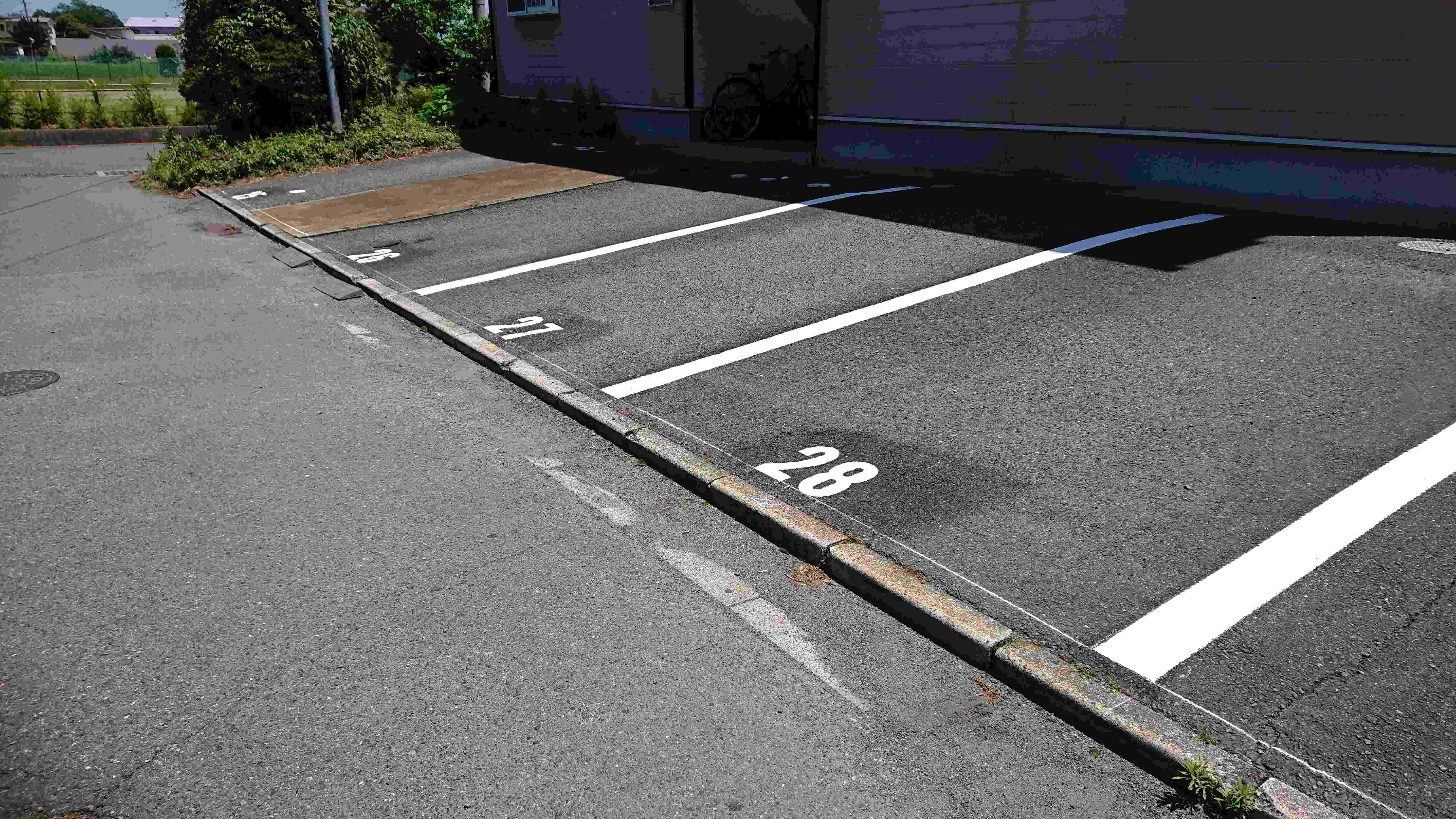 駐車場ライン引きと番号入れ